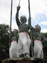 Площадь Пупутан с монументом радже